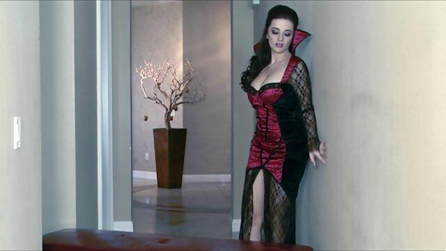 सेक्स के इंग्लिश पिक्चर सेक्सी मूवी टुकड़े में एक आदमी को खुश
